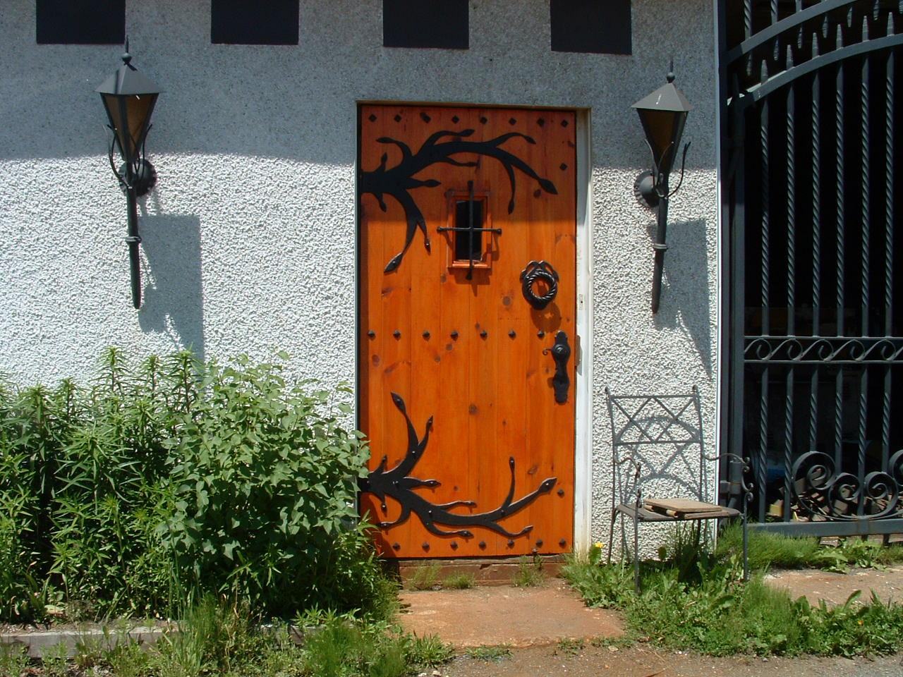 Luminaire et ferronneries de porte